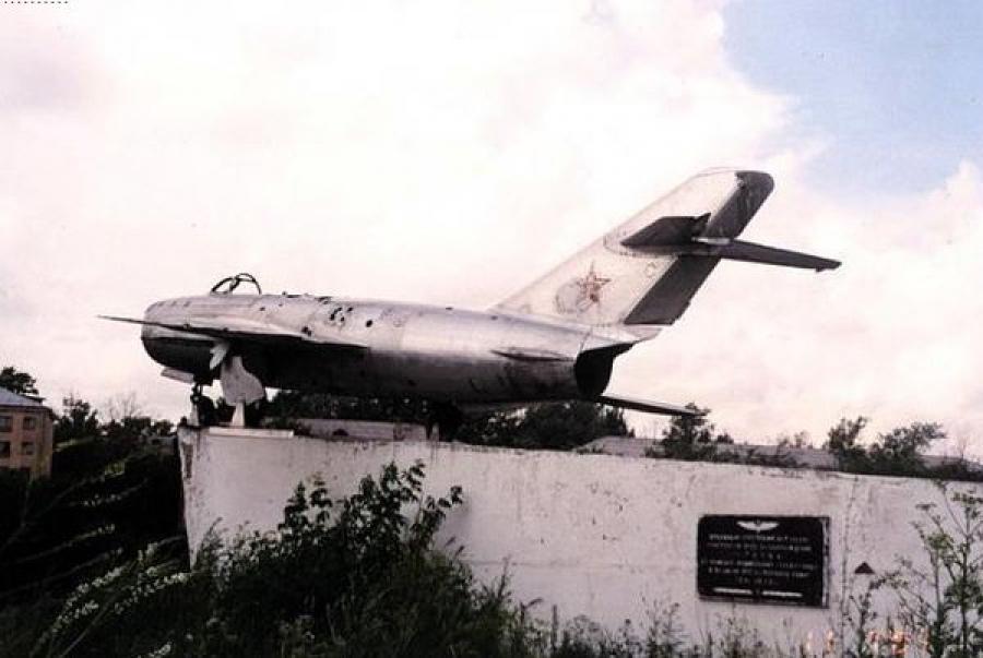 В этом году ржевский самолёт-памятник МиГ-17 может вернуться на место после реконструкции