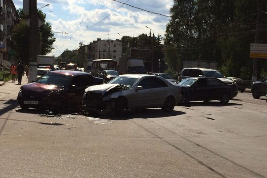 Три автомобиля столкнулись в Твери