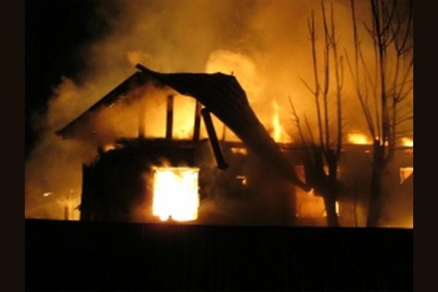 В Тверской области горели жилой дом и гараж с автомобилем