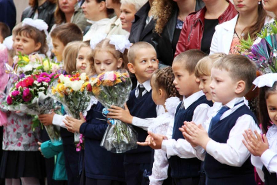 Школьников региона поздравили с Днём знаний