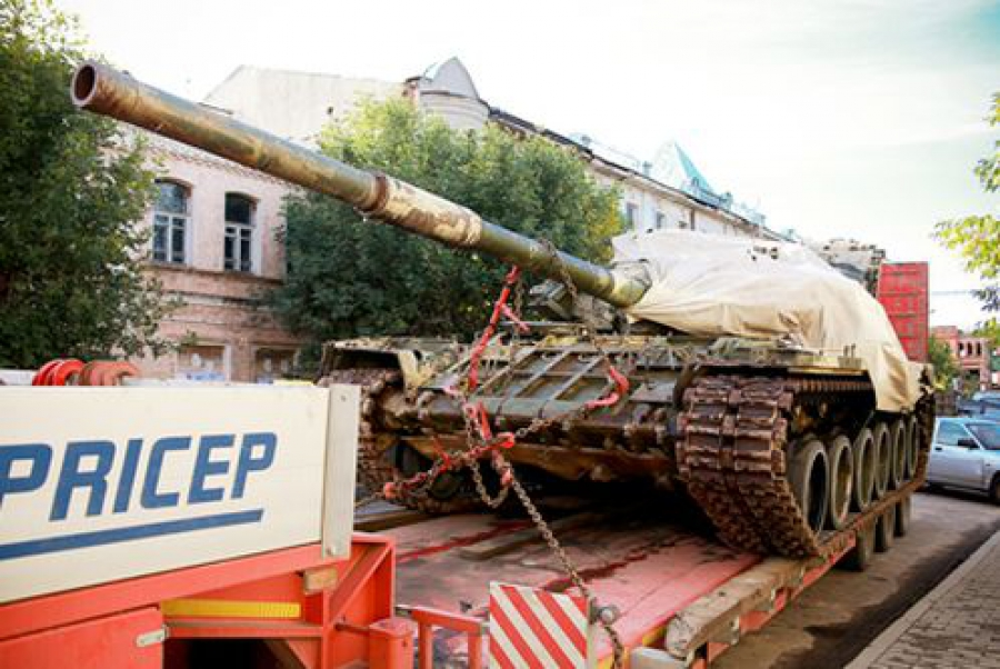 Танк Т-80 доставлен из Кимр в музей в Подмосковье