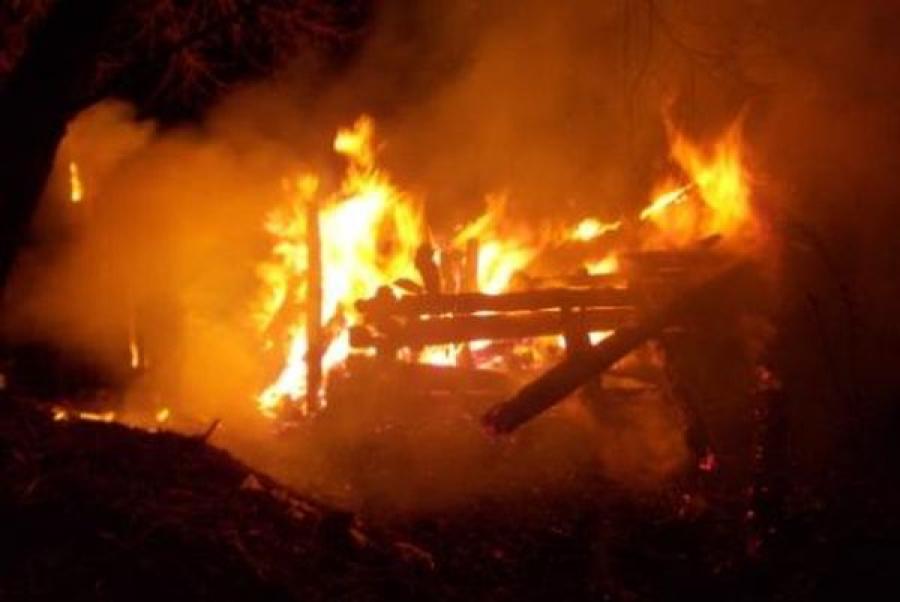 В Торжокском районе дотла сгорела баня