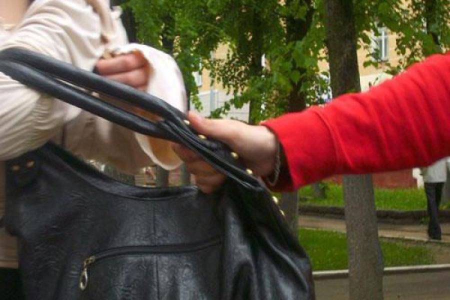 В центре Твери была избита и ограблена женщина