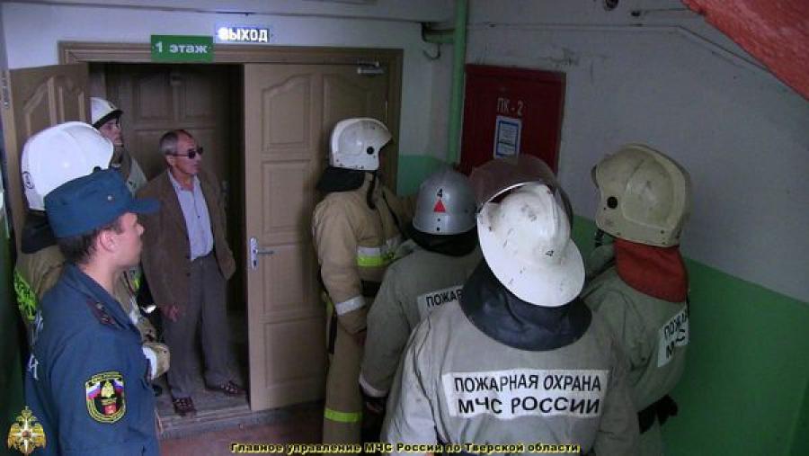 Пожарные Тверской области проводят учения в зданиях с массовым пребыванием людей