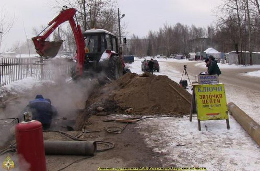 В Ржеве и в поселке Химинстута прорвало теплотрассы