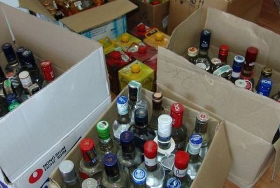Около 2 тысяч литров контрафактного алкоголя нашли в гаражном кооперативе в Твери