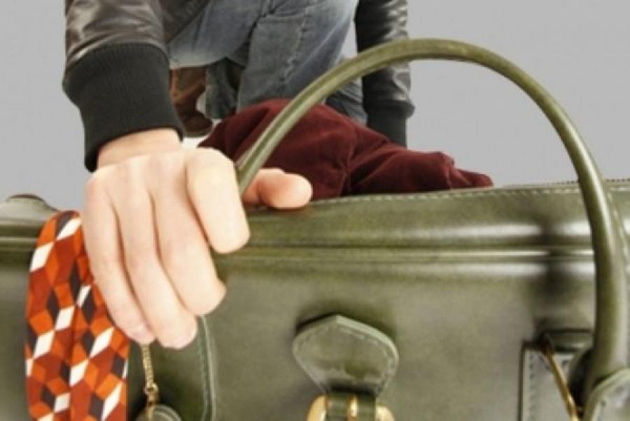 В Бежецке задержали мужчину и женщины за кражу сумки у кондуктора