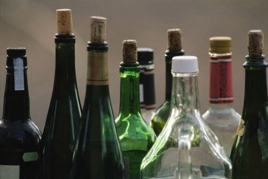 Более 3 тонн контрафактного алкоголя изъяли полицейские с одного из складов в Твери