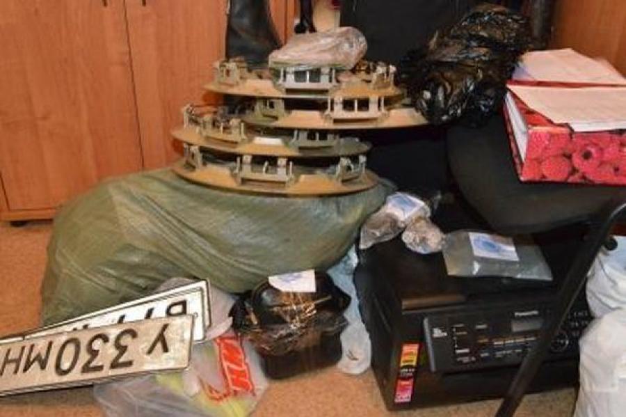 Полицейские задержали в Твери членов группы, похищавших, а затем продававших краденые машины