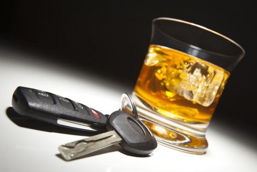 Сотрудники ГИБДД открыли огонь по колесам иномарки, преследуя пьяного водителя