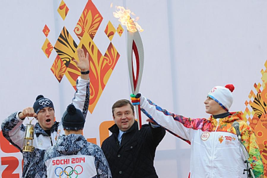 Из Торжка в Тверь: эстафета Олимпийского огня принята Верхневолжьем