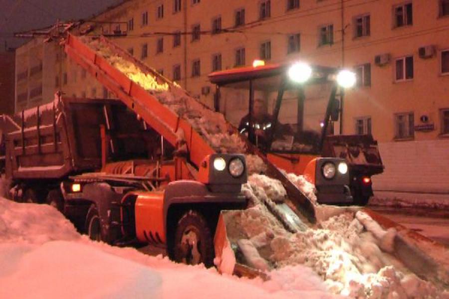 В Твери устраняют последствия обильных снегопадов