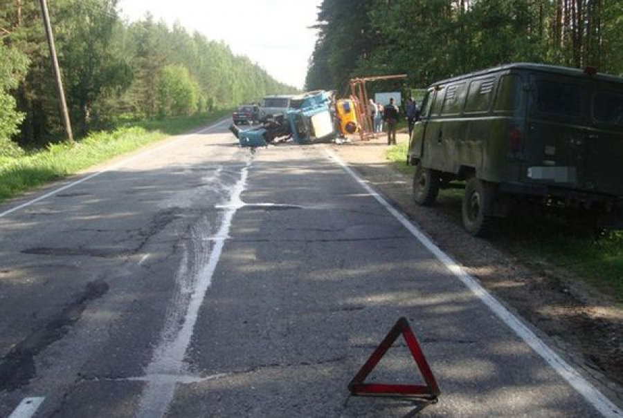 В стоящий трактор врезался «Опель»: пострадал тракторист