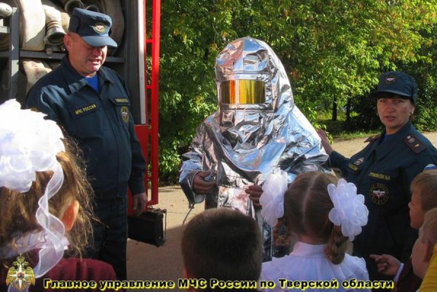 Пожарные учат школьников правилам безопасности