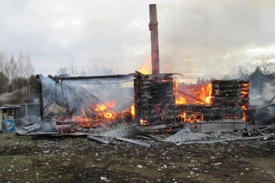 В Тверской области горели дом, дача и автобус