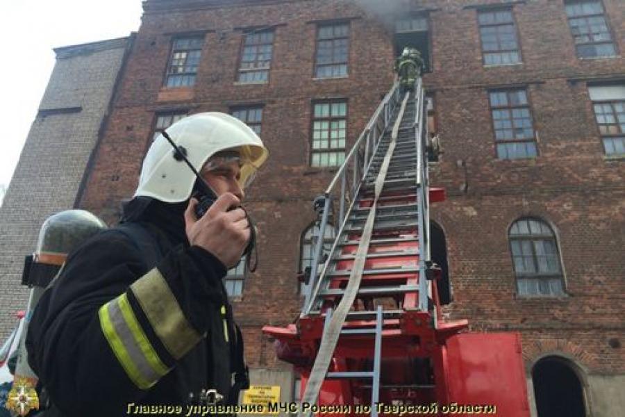 В Твери горело здание Рождественской мануфактуры