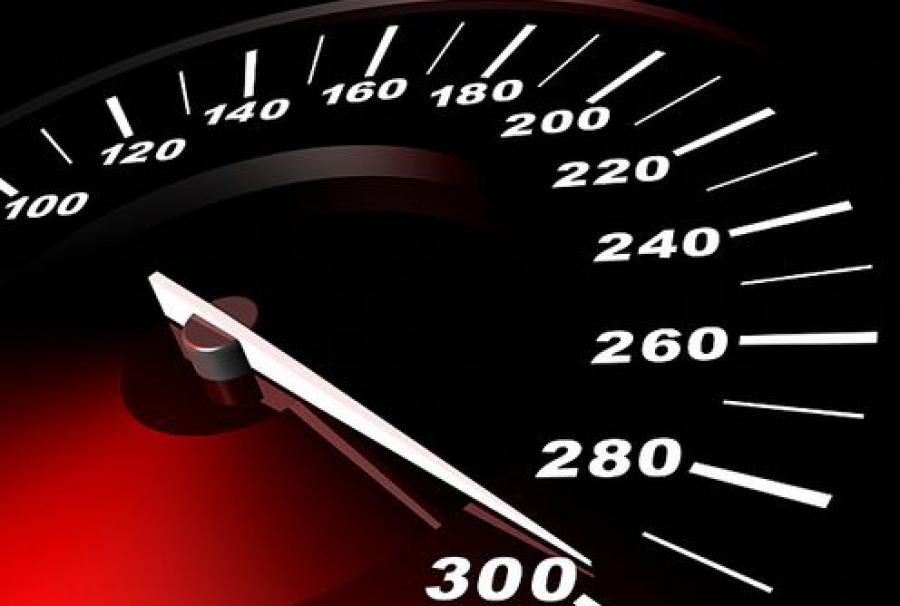 Сотрудники ГИБДД проверят скорость на трассе М-10