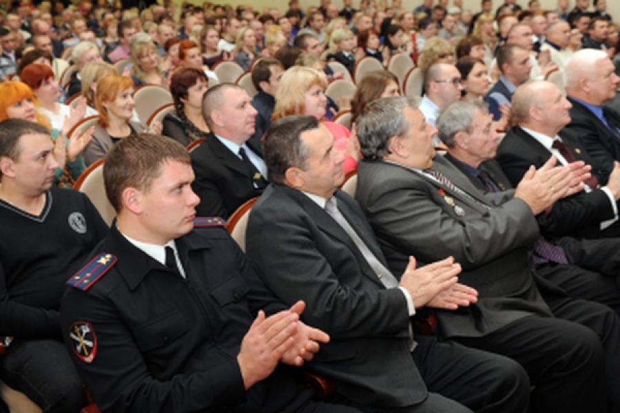 Тверских полицейских поздравили с профессиональным праздником