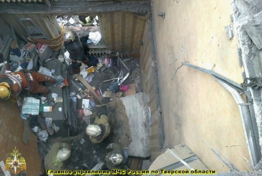 Под рухнувшей кровлей двухэтажного дома в Твери погибла женщина