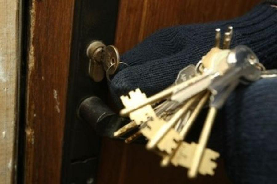 В Кимрах нашли женщину, забравшуюся в чужую квартиру и укравшую деньги