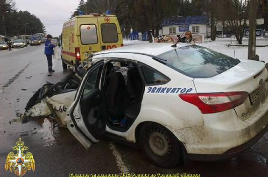 ДТП в Твери: один человек погиб, пострадали двое взрослых и 7-месячный ребенок