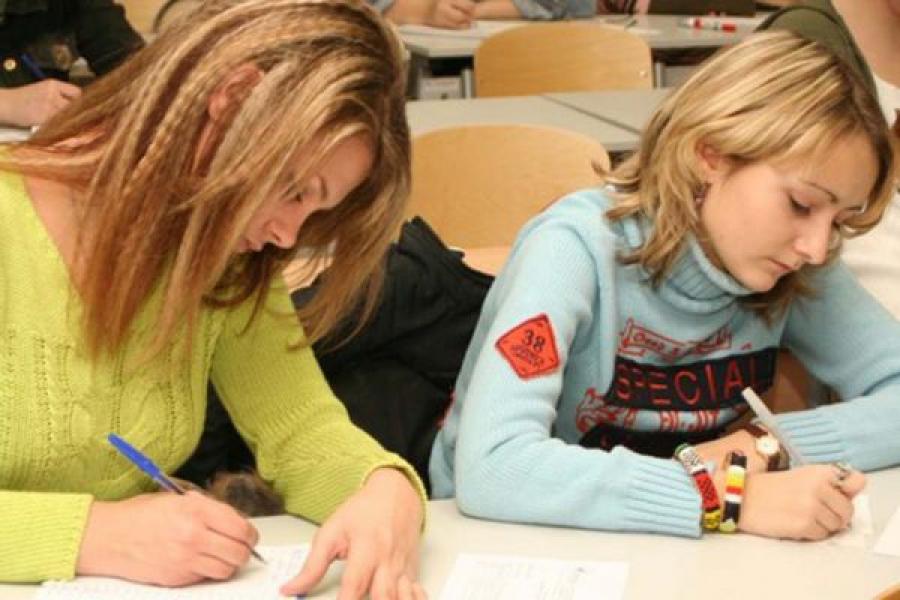 Учащиеся одиннадцатых классов сдали первый выпускной экзамен