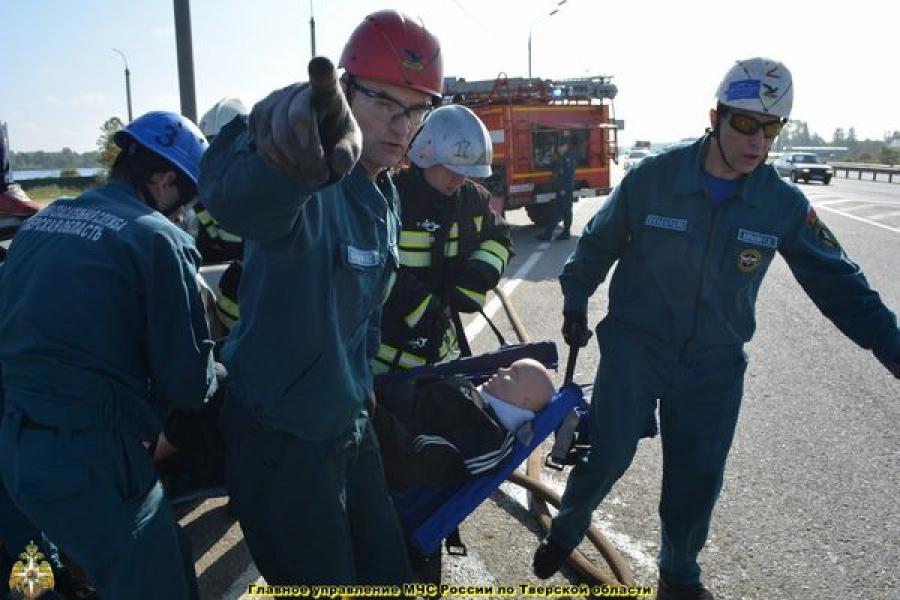 На трассе М-10 в районе Городни прошли масштабные учения по ликвидации последствий ДТП