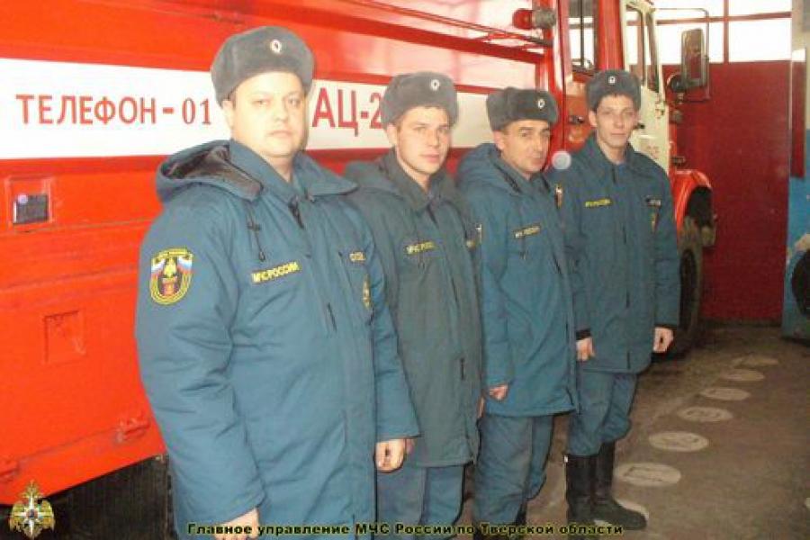 Пожарные спасли человека из огня