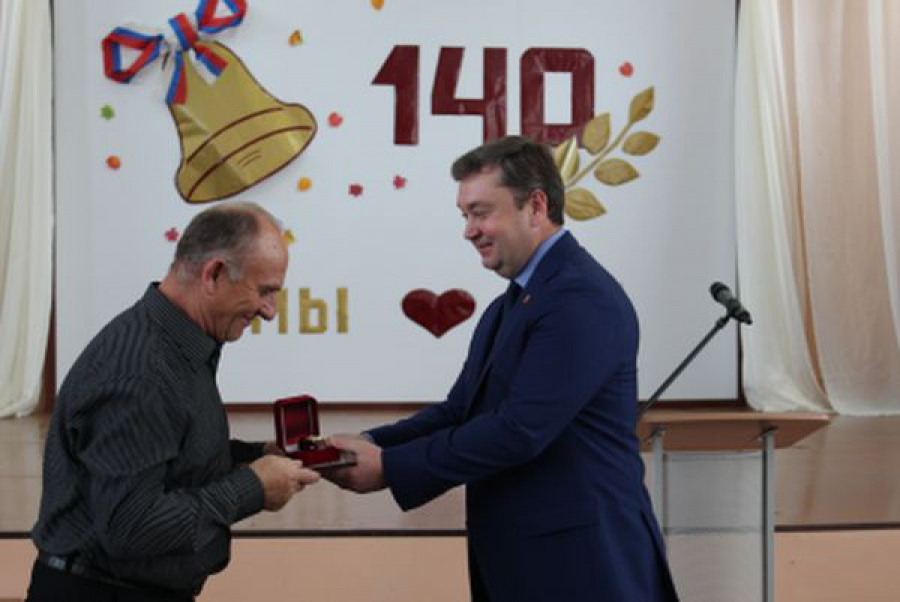 Губернатор поздравил с юбилеем родную Бельскую школу