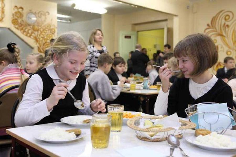 Тверское УФАС возбудило дела по поводу проведения торгов на услуги горячего питания для школьников Твери