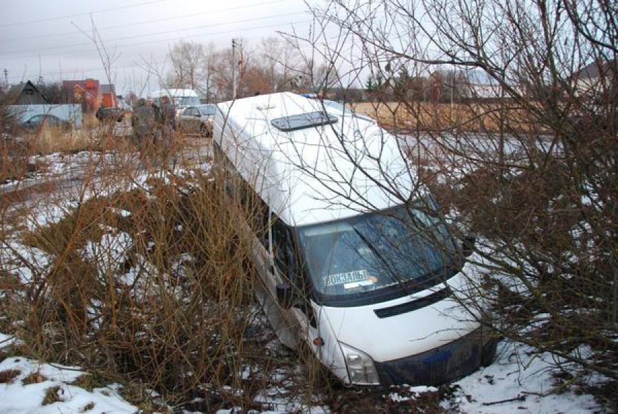 В Твери маршрутка №4 съехала в кювет: пострадали 6 человек