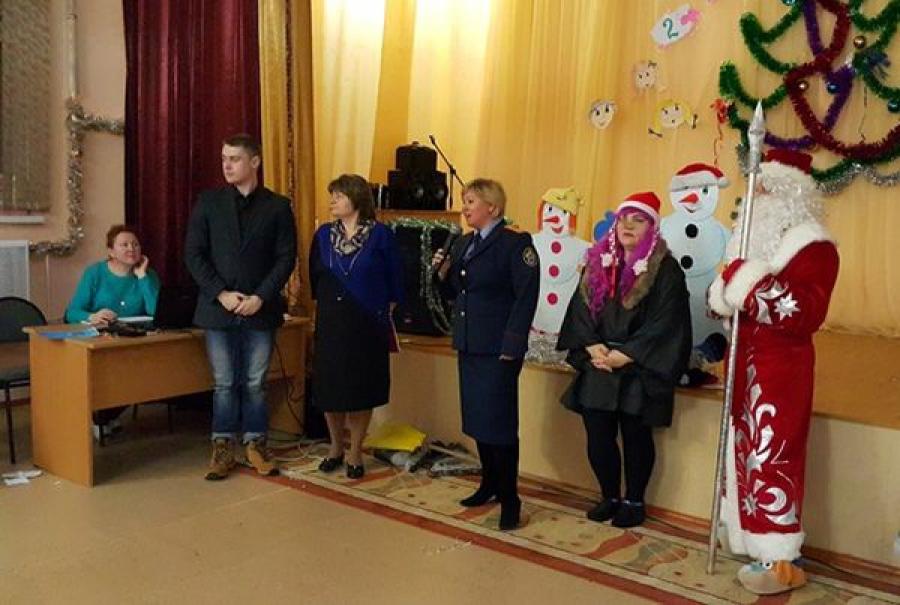 Ребят из Торжокского детского дома поздравили с Новым годом сотрудники следственного управления