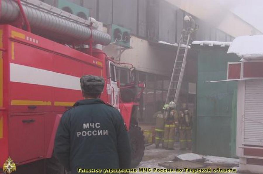 Пожар в торговом центре в Твери тушили в темноте