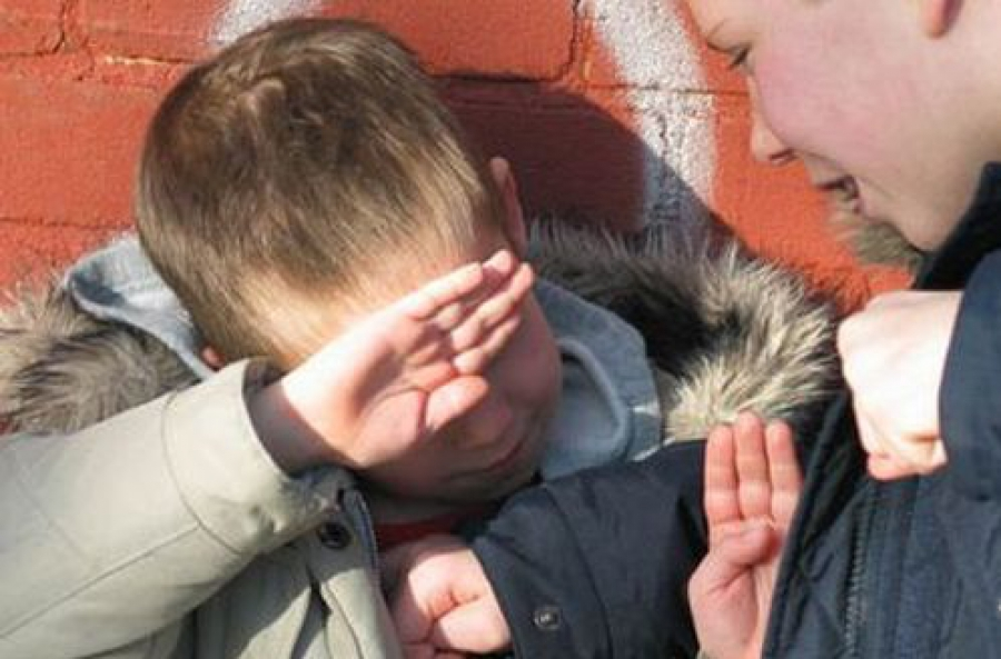 Три месяца у ребенка вымогали деньги двое несовершеннолетних