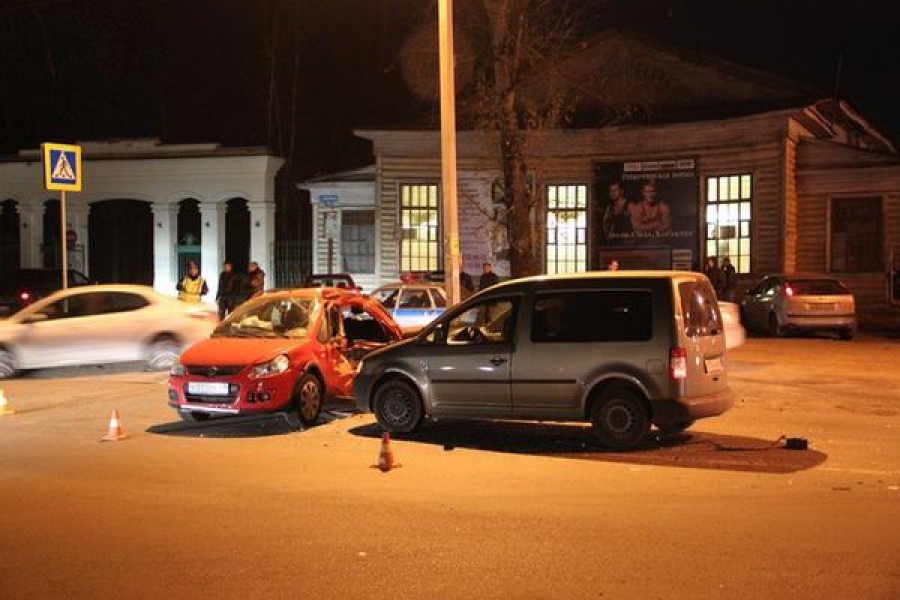 В Твери столкнулись 4 автомобиля