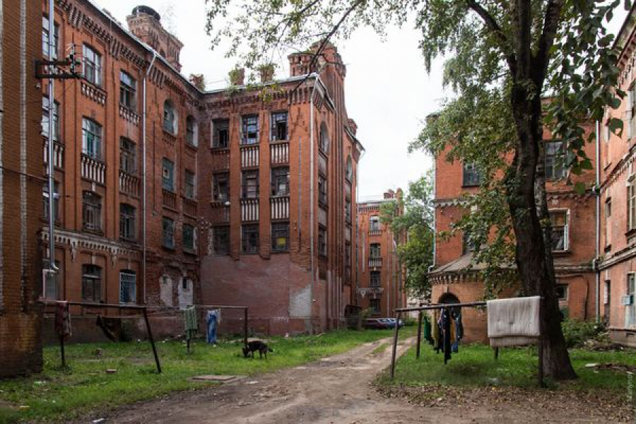 Две семьи не желают покидать дом во Дворе Пролетарки