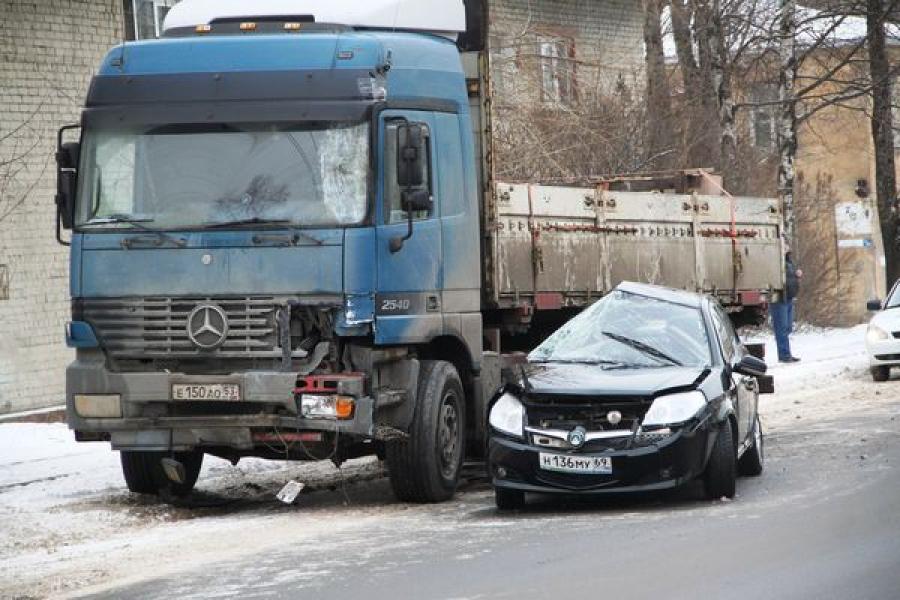 Спешка и неуважение к другим водителям — основные причины ДТП на минувших выходных