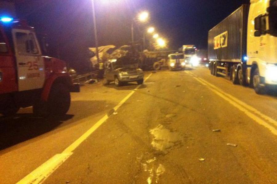 Ночное ДТП на трассе М-10: один человек погиб, еще двое пострадали