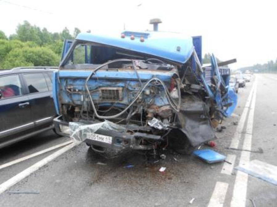 1 июля в аварии на М-10 пострадали три человека