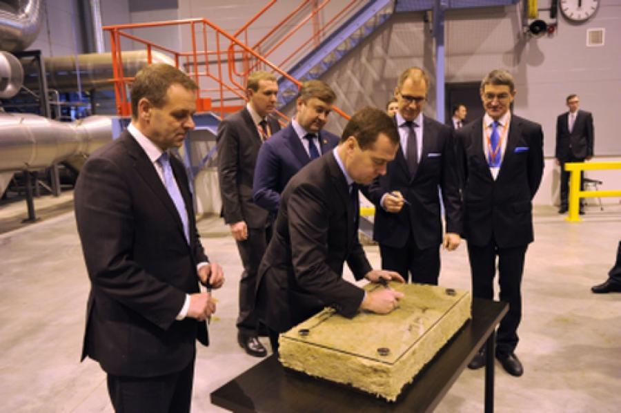 В открытии 1-й очереди завода «Парок» в поселке Изоплит принял участие Дмитрий Медведев