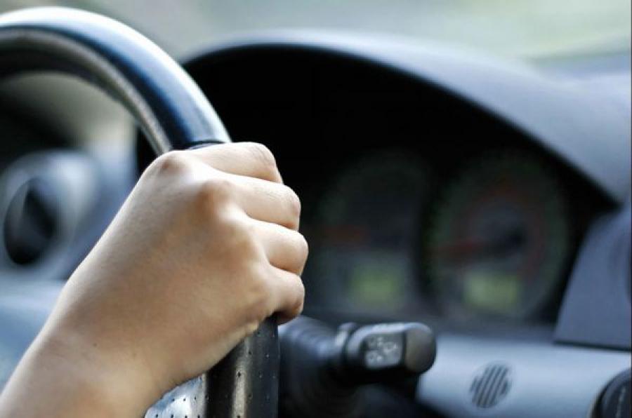 В Торжокском районе мошенник похитил машину под предлогом предпродажной проверки