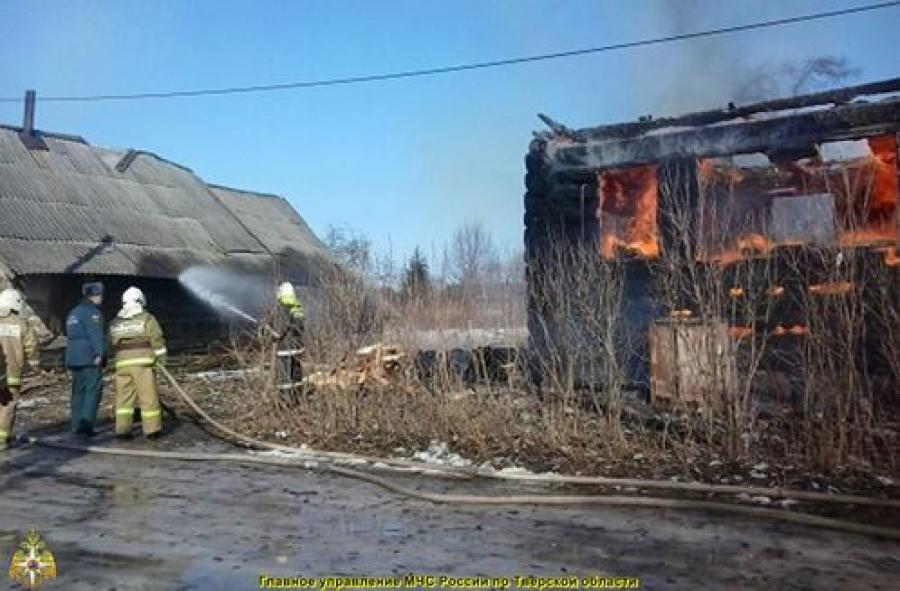Трагедия в Кувшиновском районе: при пожаре погибли двое детей