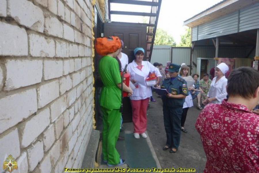 В больнице в Калязинском районе учились проводить эвакуацию больных при пожаре