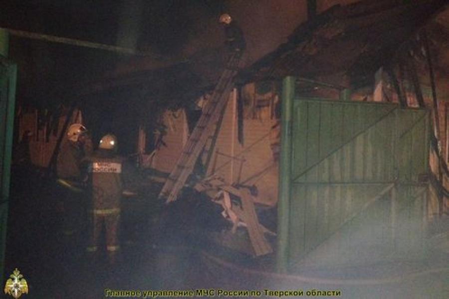 На пожаре в Торжке один человек погиб, двое пострадали