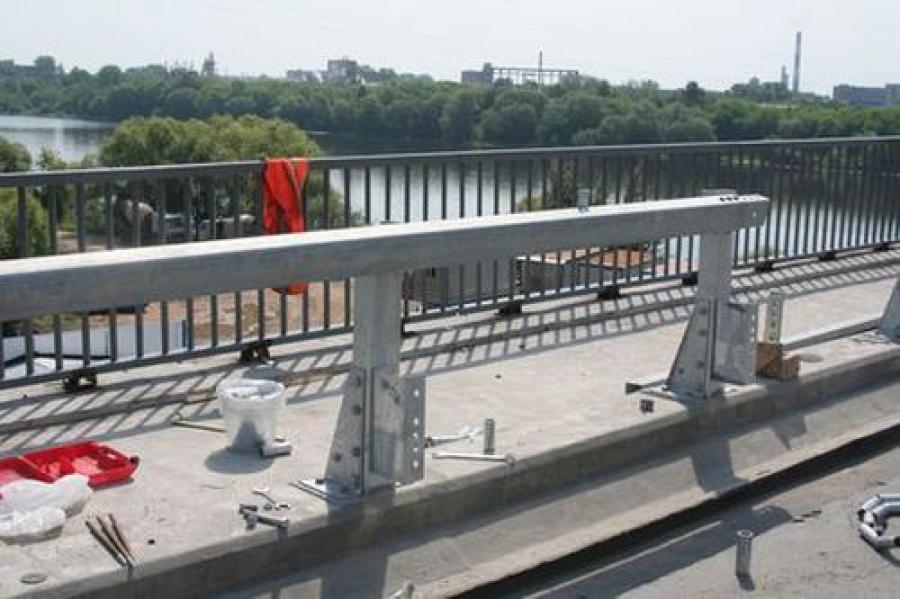 Восточный мост закроют, видимо, в сентябре