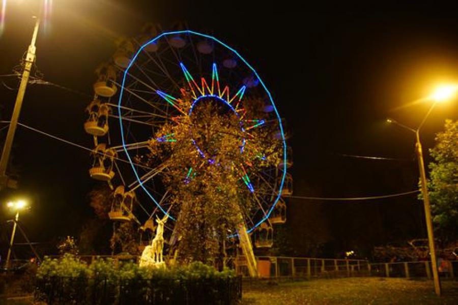 Тверское колесо обозрения засветилось
