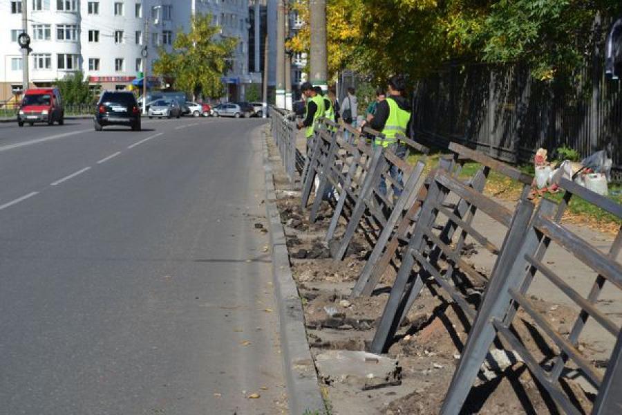 В Твери приводят в порядок дворы, светофоры и пешеходные ограждения