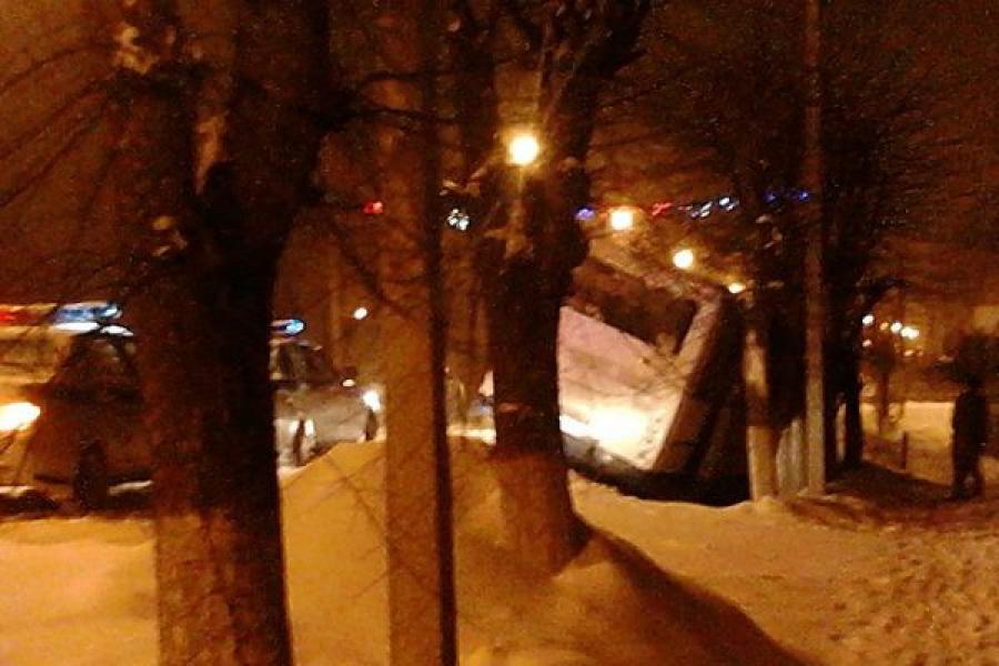 В Конакове автобус съехал в кювет