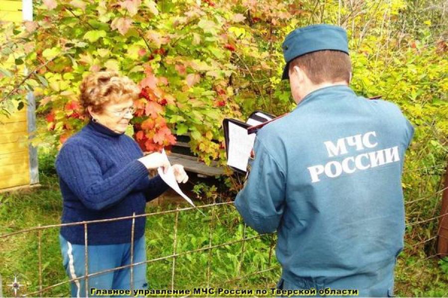 Жителям частных домов в районах Тверской области напомнили о правилах пожарной безопасности