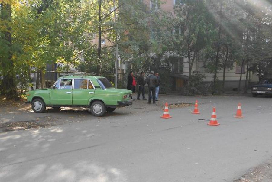 В Твери автомобиль, двигавшийся задним ходом, сбил пожилую женщину